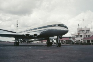 BOAC Comet en route Johannesburg at Entebbe 1952